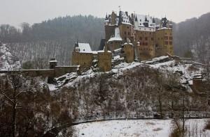 Burg Eltz, weltberühmte Ikone deutscher Burgenromantik.
