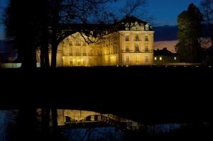 Welterbestätte Schloss Augustusburg in Brühl im Abendlicht