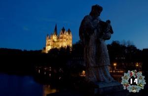 Der Limburger Dom. Im Vordergrund die Statue des Heiligen Nepomuk.