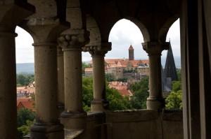 Blick auf den Schlossberg und die Dächer der Altstadt vom Lindenbeinturm aus