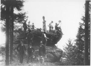 Die Ortsgruppe Speicher wandert um 1900 durch das Kylltal. (Eifelverein Speicher)