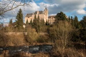 Blick aus dem Ahrtal auf Kloster Calvarienberg
