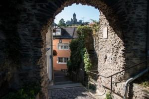 Blick durch das Balduinstor auf die Reichsburg