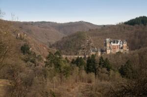 Burg Eltz mit der Ruine der Burg Trutzeltz