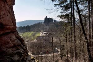 In der Ferne Ruine Fleckenstein