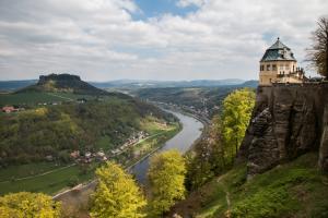 Blick von der Festung Königstein in das Elbetal; links der Lilienstein