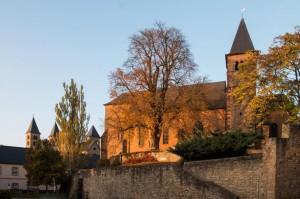 Die Pfarrkirche Peter und Paul, links daneben verdeckt die Sankt Willibrordus Basilika