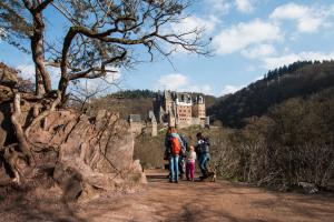 Burg Eltz, weltberühmte Ikone deutscher Burgenromantik