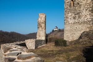 Kobern-Gondorf: Blick von der Ruine Niederburg auf die Matthiaskapelle