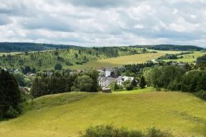 Blick auf Alendorf, dahinter den Hämmersberg