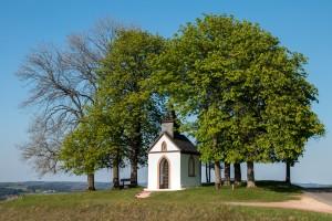 Die Votivkapelle zum Hl. Hermann Josef, Hüngersdorf, im Frühjahr