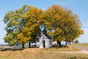 Die Votivkapelle zum Hl. Hermann Josef, Hüngersdorf, im Herbst